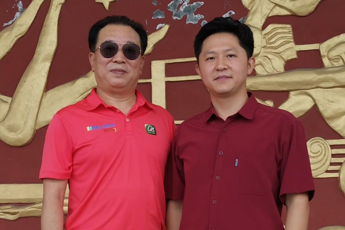 魏国锋校长与总政治部歌舞团副团长李福祥