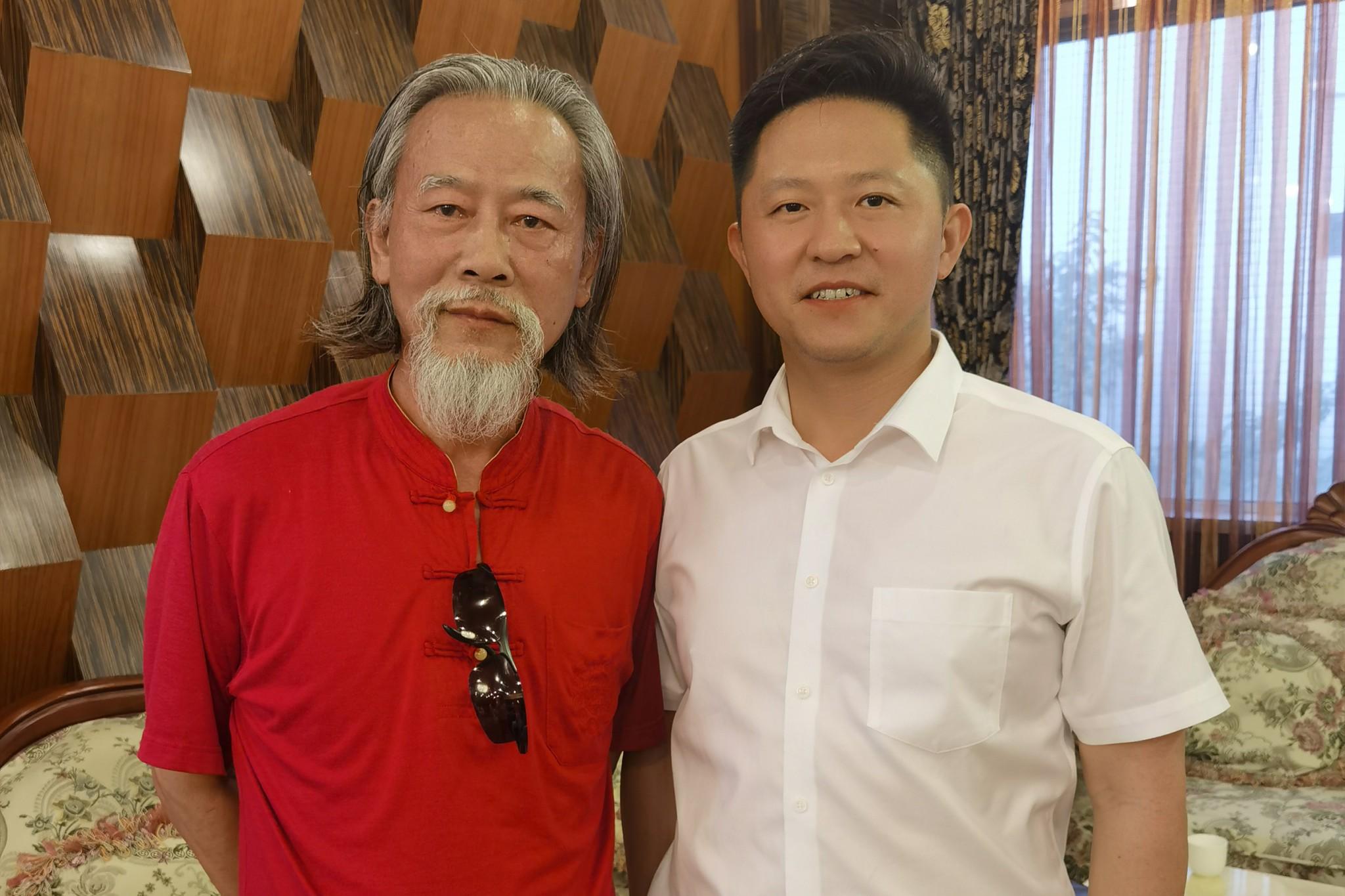 魏国锋校长与著名诗人杜九九